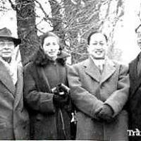Cùng Gisèle, Huỳnh Tấn Đốc và Trần Văn Khê tại Vườn Luxembourg