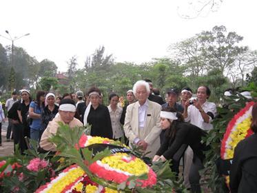 Đám tang Hoàng Cầm